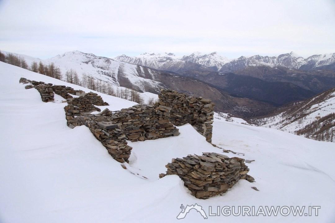Baraccamenti ottocenteschi di Passo Garlenda in Alta Valle Tanarello