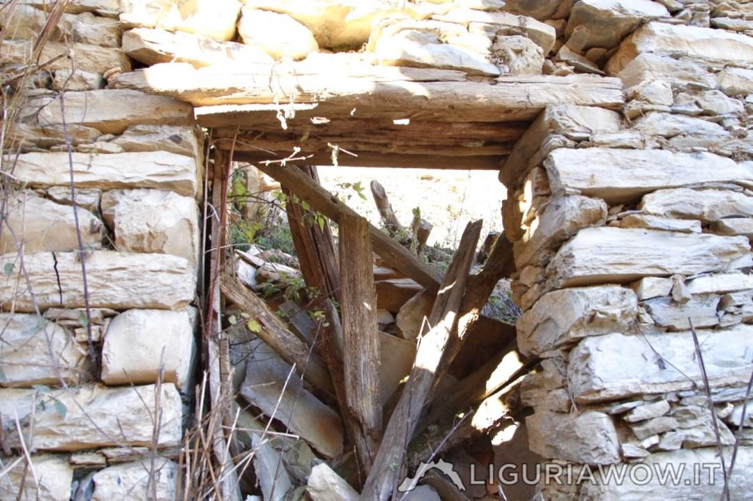 Ingresso nella casa a Poilarocca