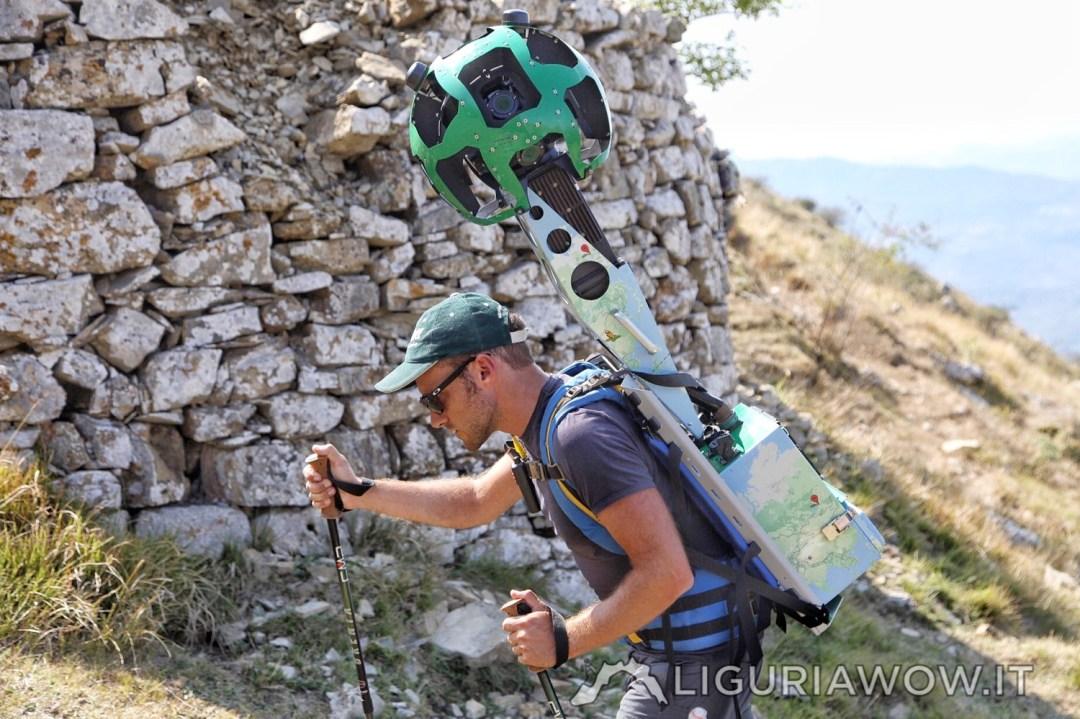 Il Trekker di Google Street View accanto alle caselle della Liguria, con Federico Nasi