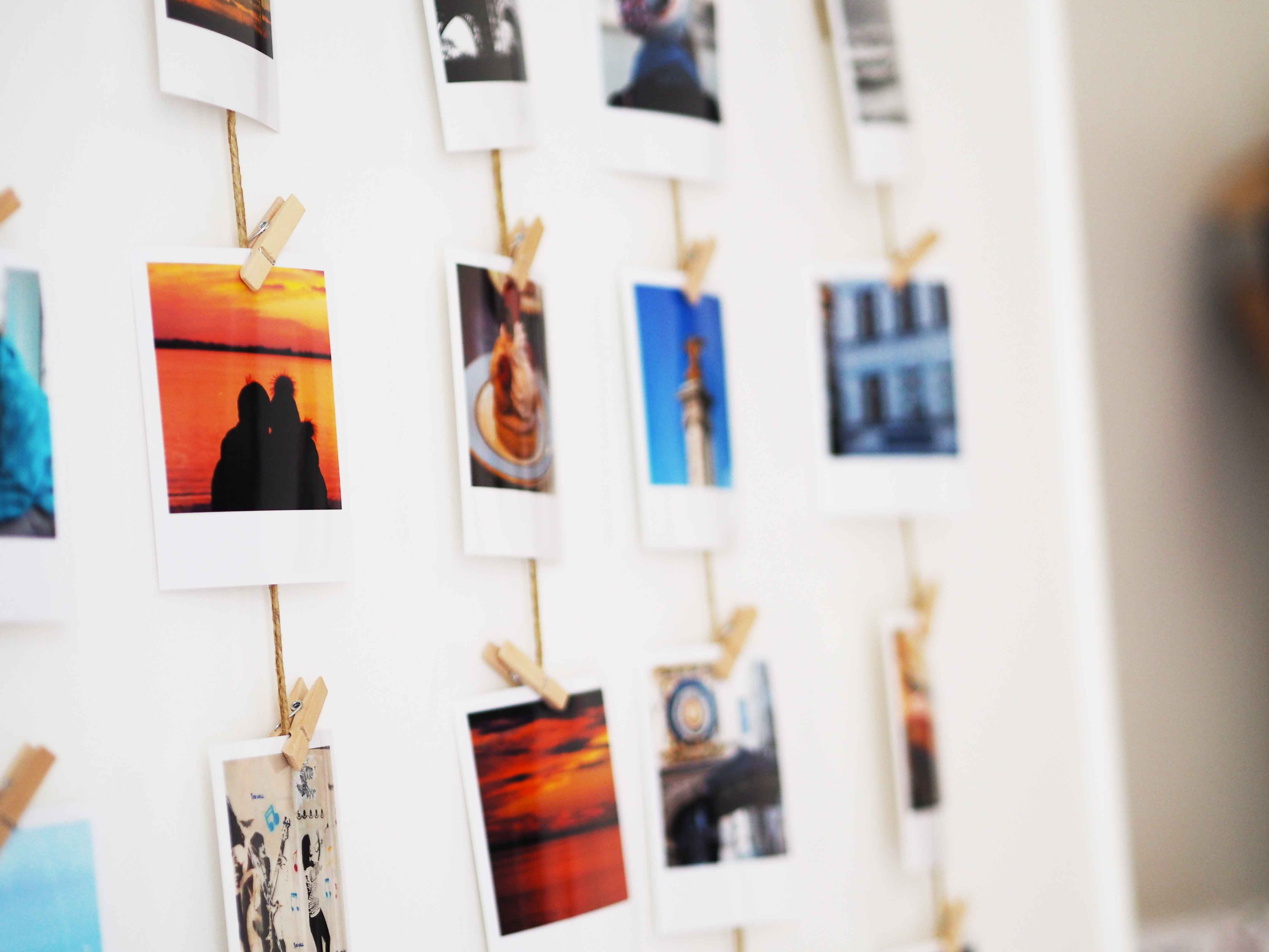 Diy comment accrocher ses photos polaro d like a bobo - Accrocher toile au mur ...