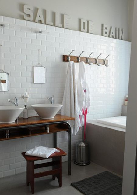 bureau-ecolier-salle-de-bain