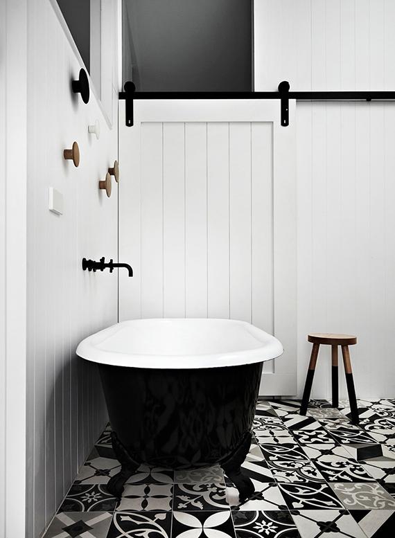 salle-de-bains-noir-et-blanc