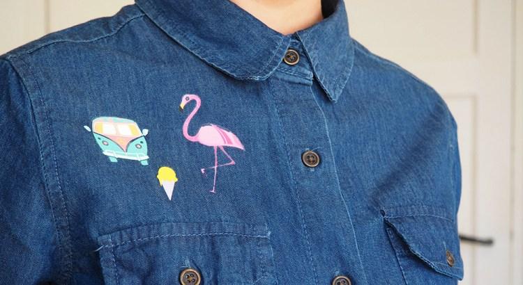 chemise en jean customisee avec des stickers