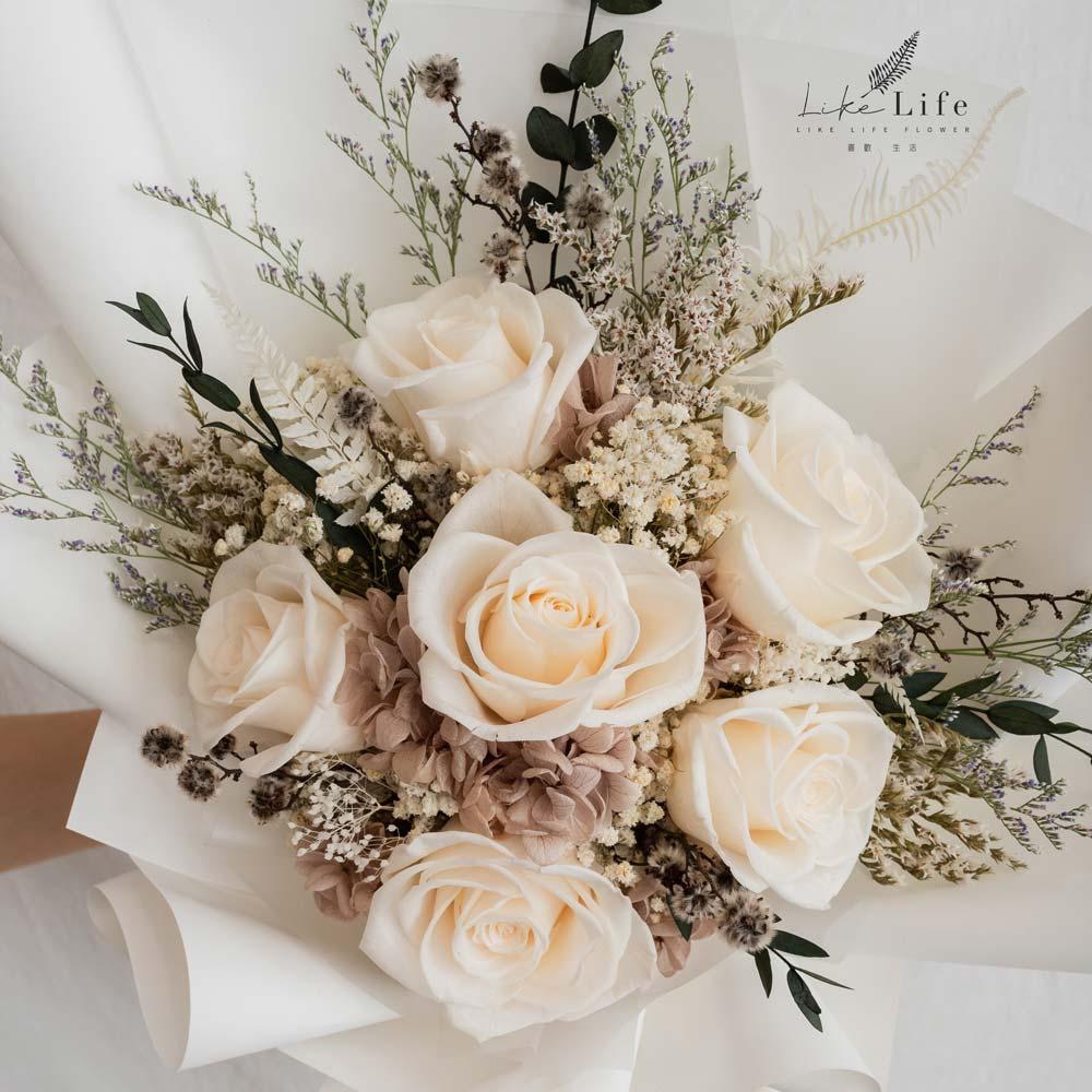 永生花束深白色特寫,永生花特寫照片,白色玫瑰