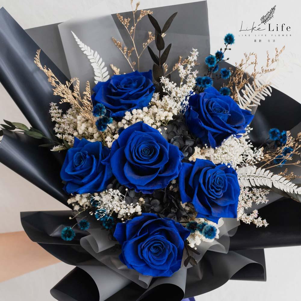 永生花束藍色特寫,藍色永生玫瑰花束特寫