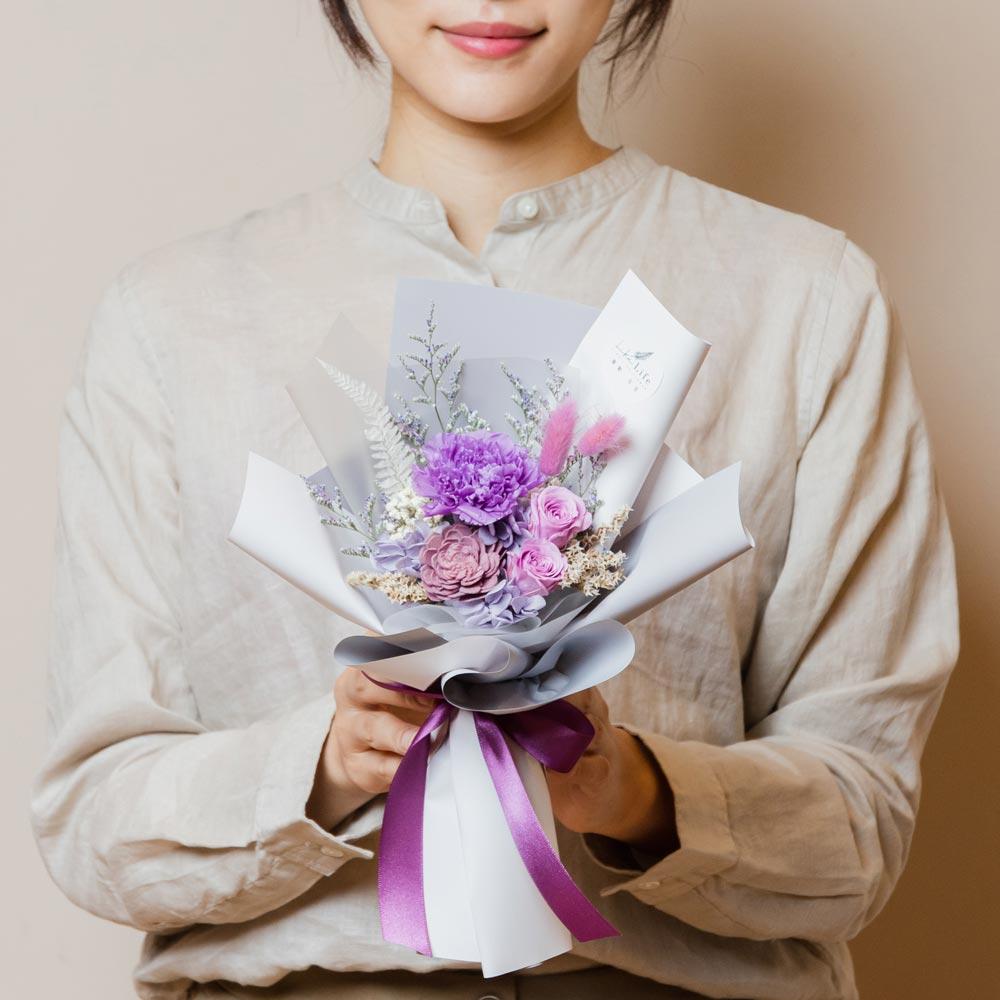 母親節康乃馨花束,康乃馨永生花束紫色手拿封面台北花店