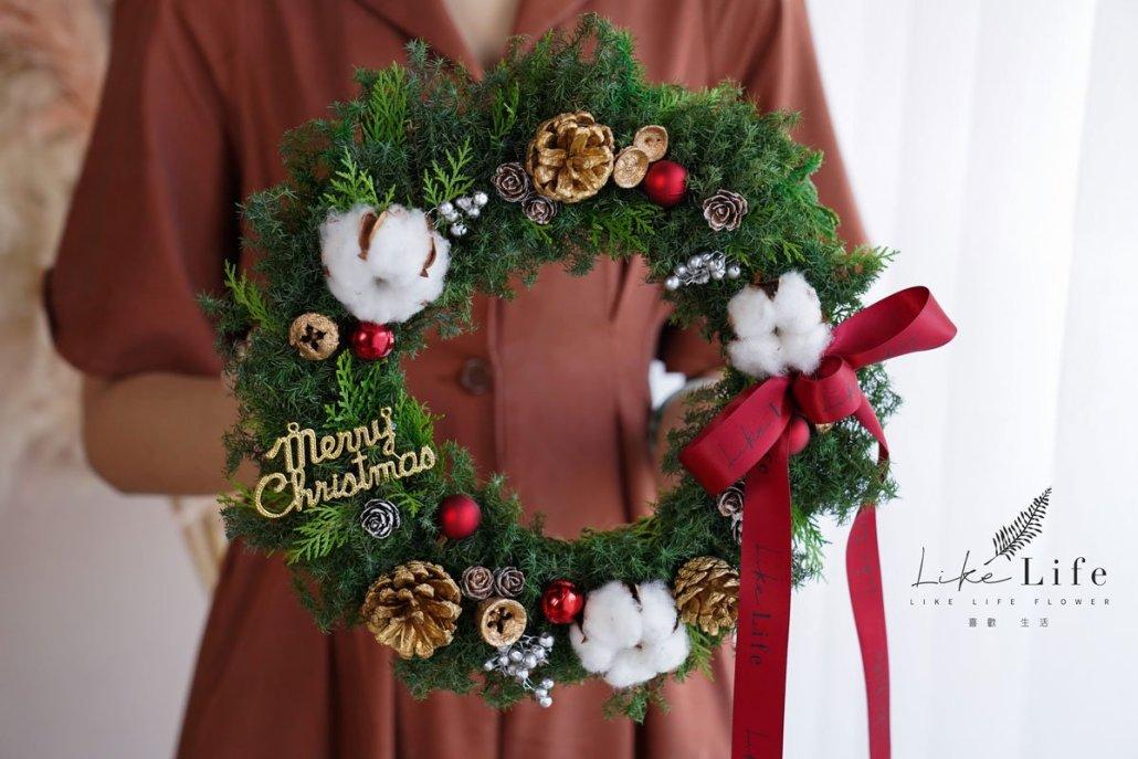 聖誕花圈教學手拿照片果實,花圈教學,花藝花圈設計