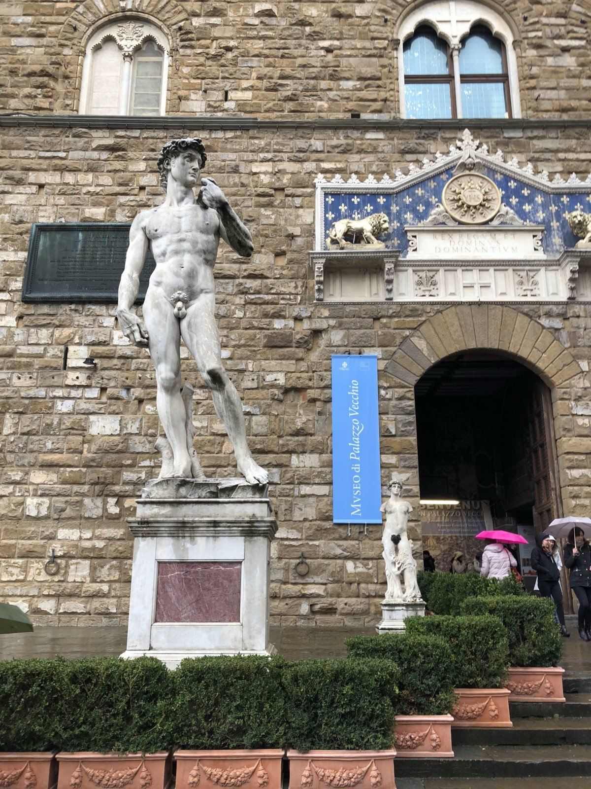 The Uffizi Gallery was remarkable Vincenzo pointed out the statues of some of Florence's most influential people that adorn its structure.