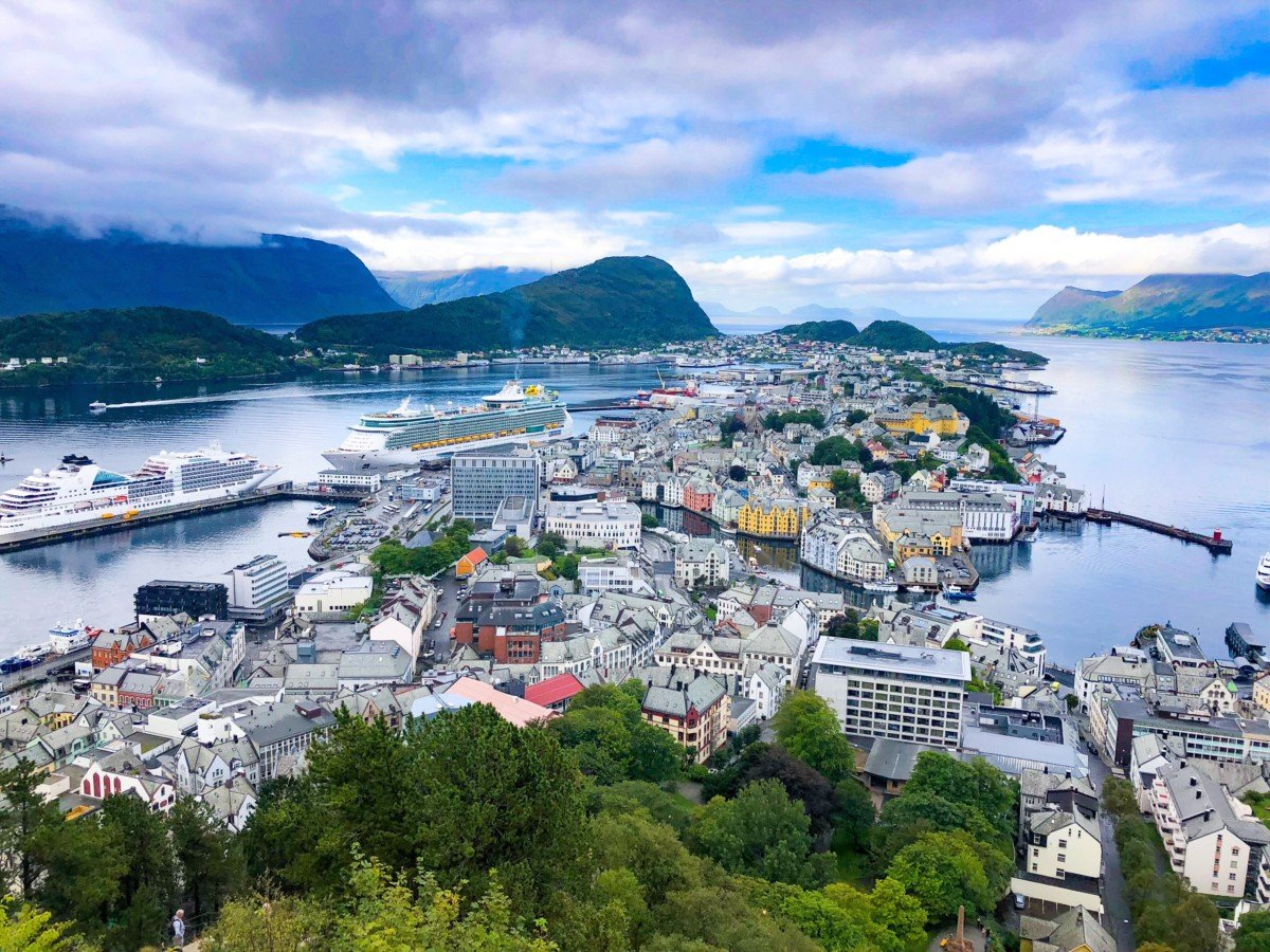The viewpoint from Mount Aksla overlooking Ålesund