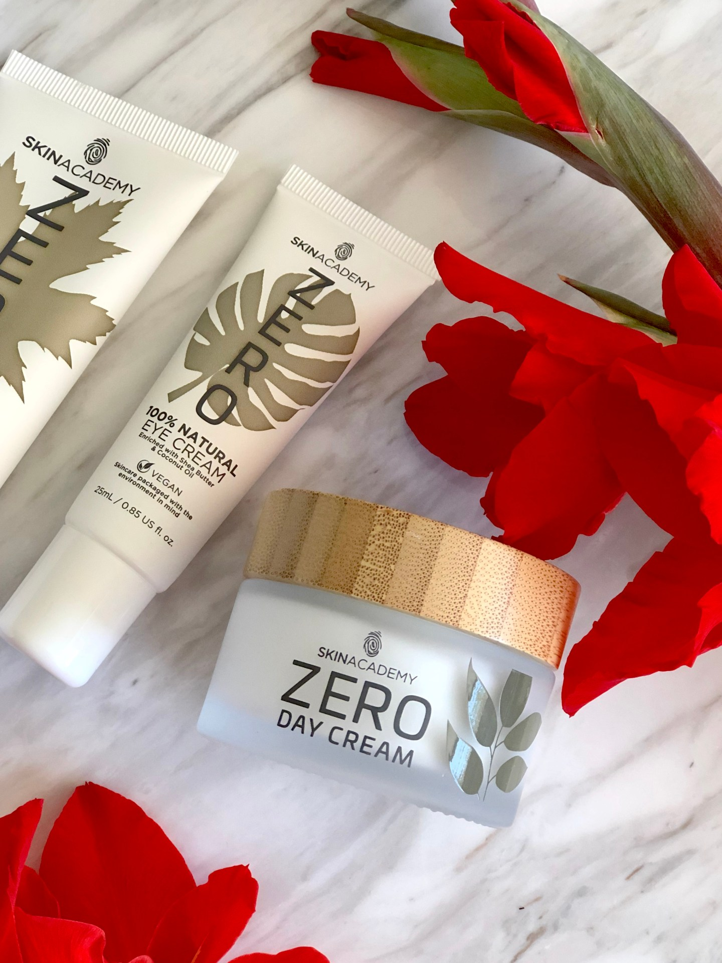 Zero Face cream packaging, The zero face cream comes in a glass jar with a bamboo lid. The lid of the jar has a removable plastic insert which can also be recycled.