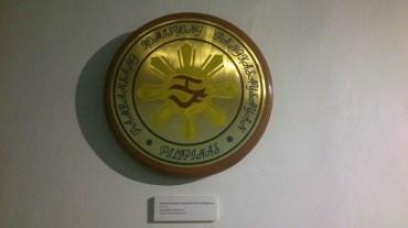 Logo of National Historical Commission of the Philippines; baybayin: Ka - Pa (Kasaysayan ng Pilipinas [History of the Philippines])