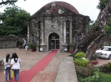 Note the white wedding car at the right of St. Pancratius Chapel of Paco Park