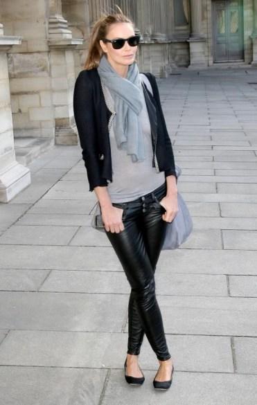 elle-macpherson-leather-pants-2-575x906