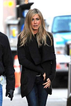 jennifer-aniston-and-haute-hippie-chunky-cardigan-gallery