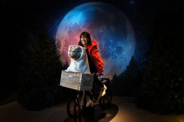 Cena do filme ET: Museu de Cera de Sydney