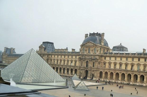 Visitar o Louvre em Paris