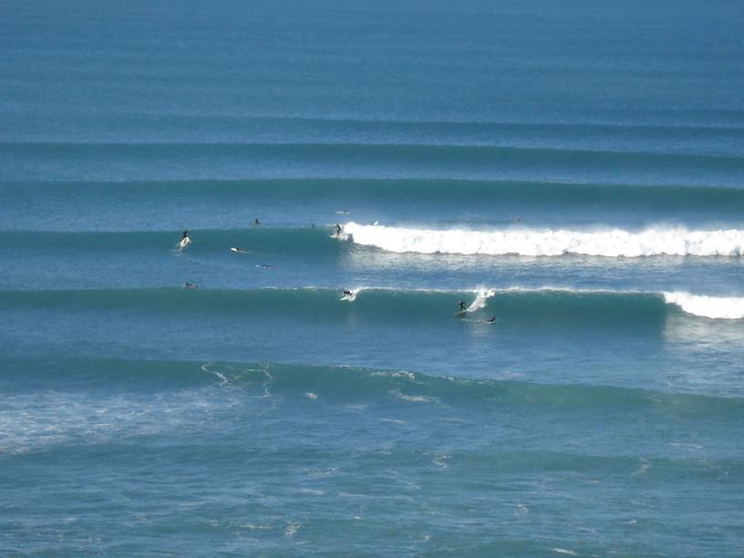 Surfistas aproveitando o inverno em Bidart