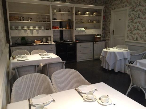 Onde ficar em Bruges? Área de café da manhã espetacular