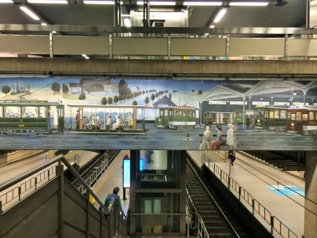 como se locomover em Bruxelas - pintura na estação de metro