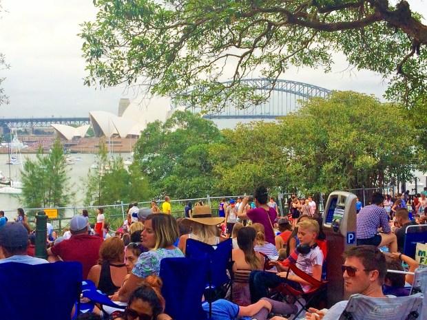 Onde não passar o Ano Novo em Sydney: acampamento em lugares que dessem para ver qualquer pedaço da ponte