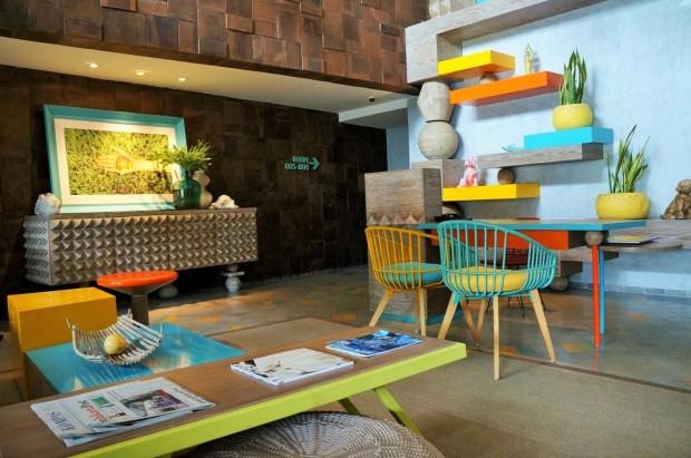 Onde ficar em Bali - colorida recepção do hotel