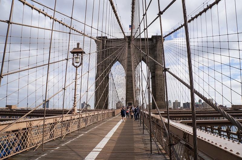 Atravessar a Brooklyn Bridge a pé - linda ponte