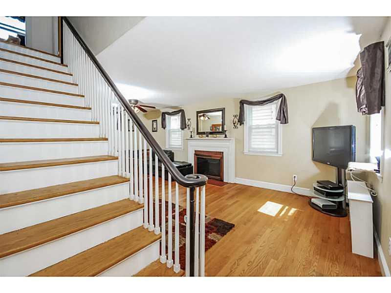83 Homewood Avenue, North Providence