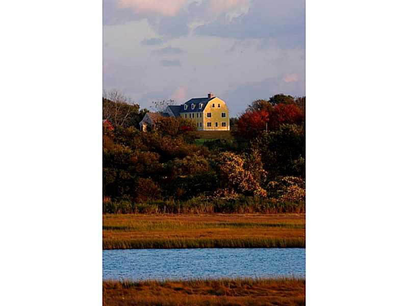 130 Beavertail Road, Jamestown