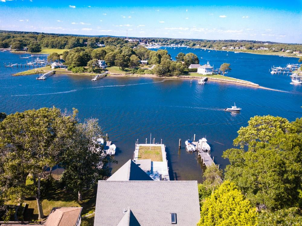 15 Narrows Road, Narragansett