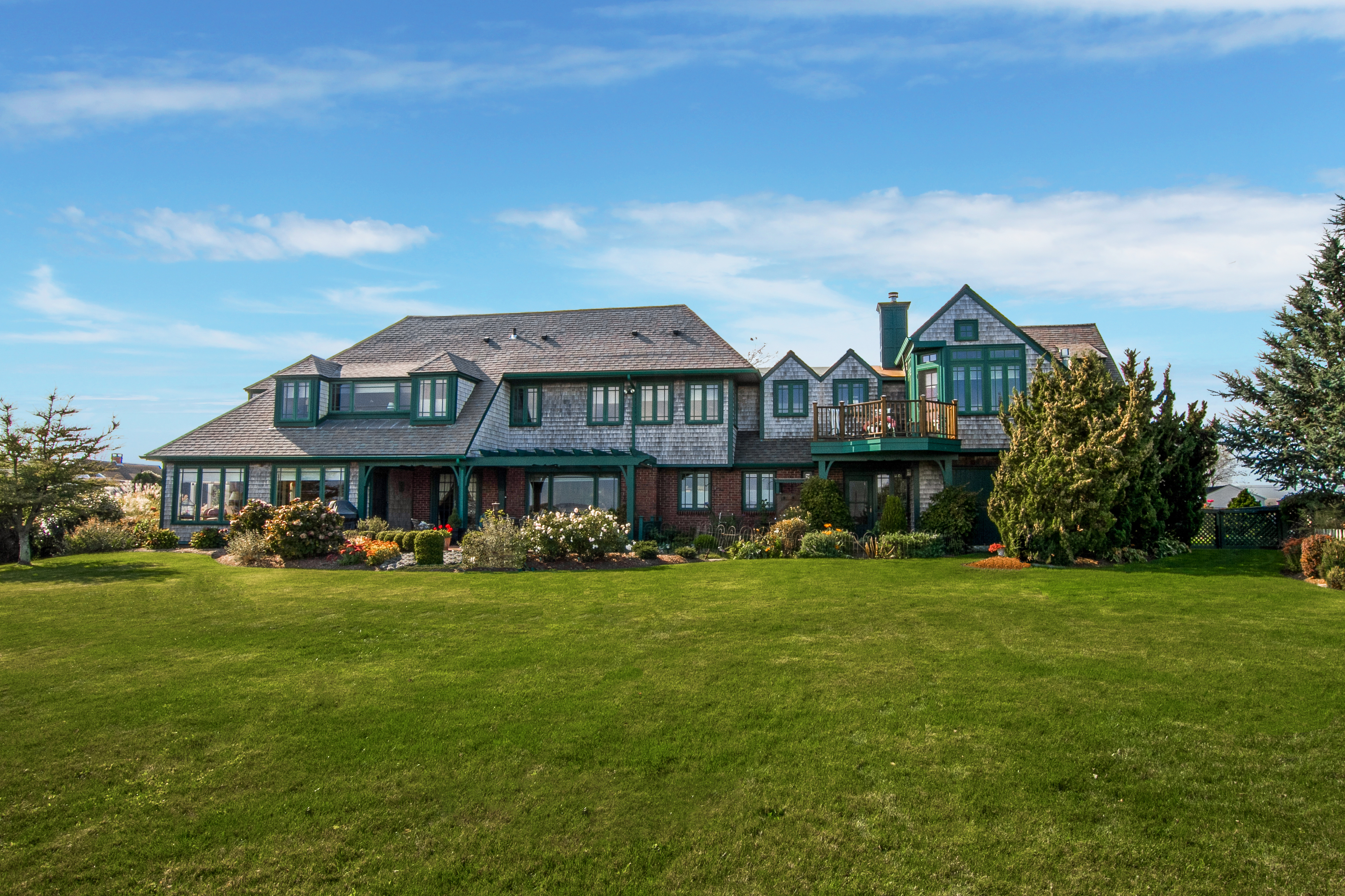 WATERFRONT HOME IN NARRAGANSETT'S  BONNET SHORES SELLS FOR OVER $2M