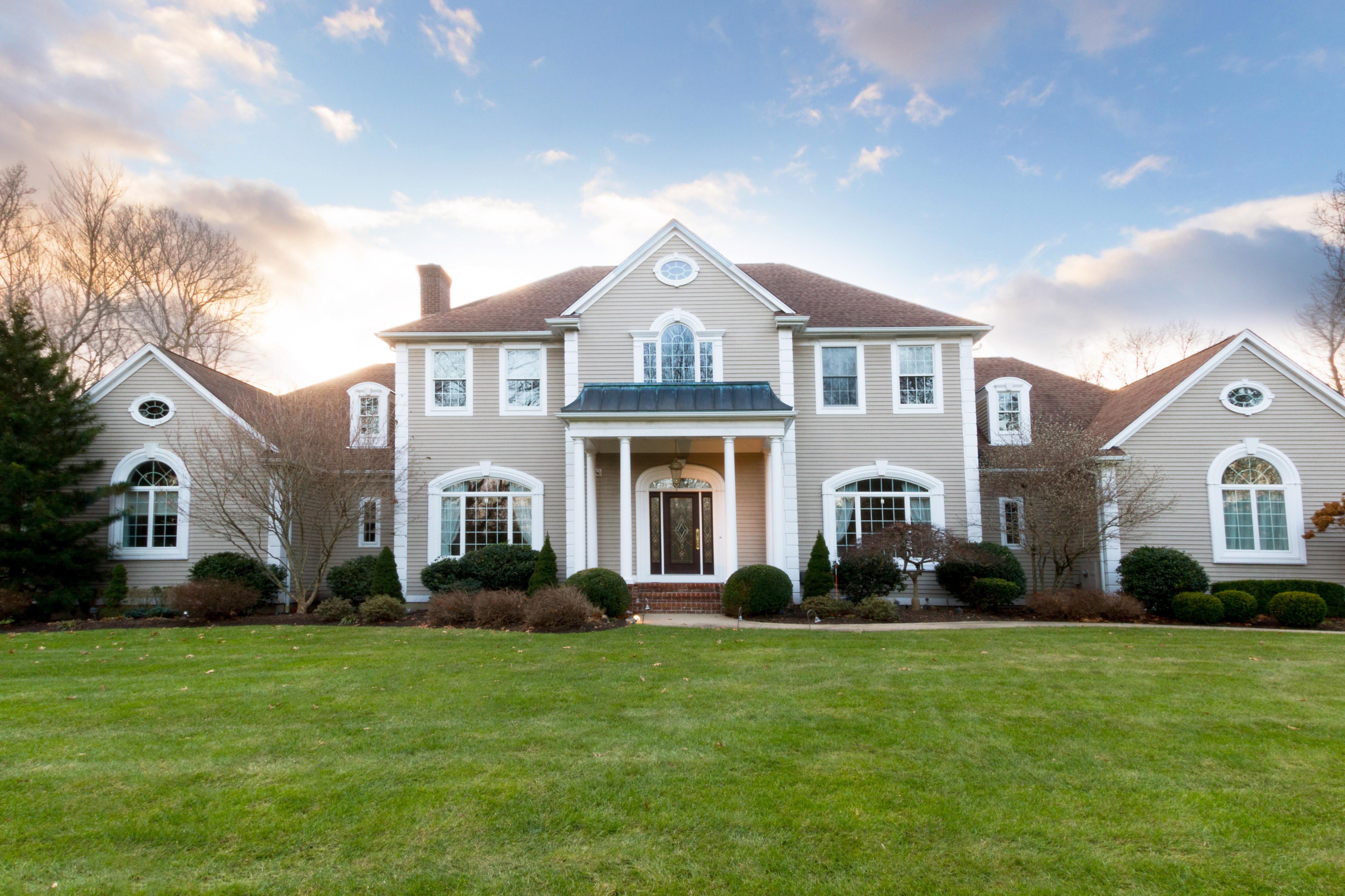 QUAIL HOLLOW COLONIAL SELLS FOR $1.335M, MARKING THE HIGHEST  NON-WATER AMENITY SALE IN NORTH KINGSTOWN THIS YEAR*