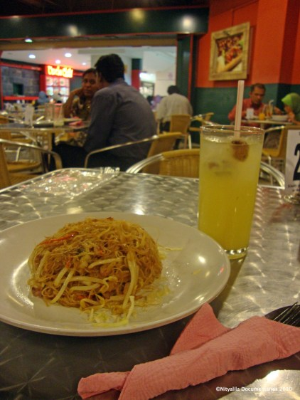 Vegetarian noodles at Uncle Chili, AmCorp Mall.