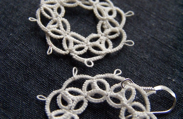 Split rings motif again