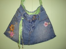I added a little tassel on this purse with some scraps of denim and cotton lining. Cute!