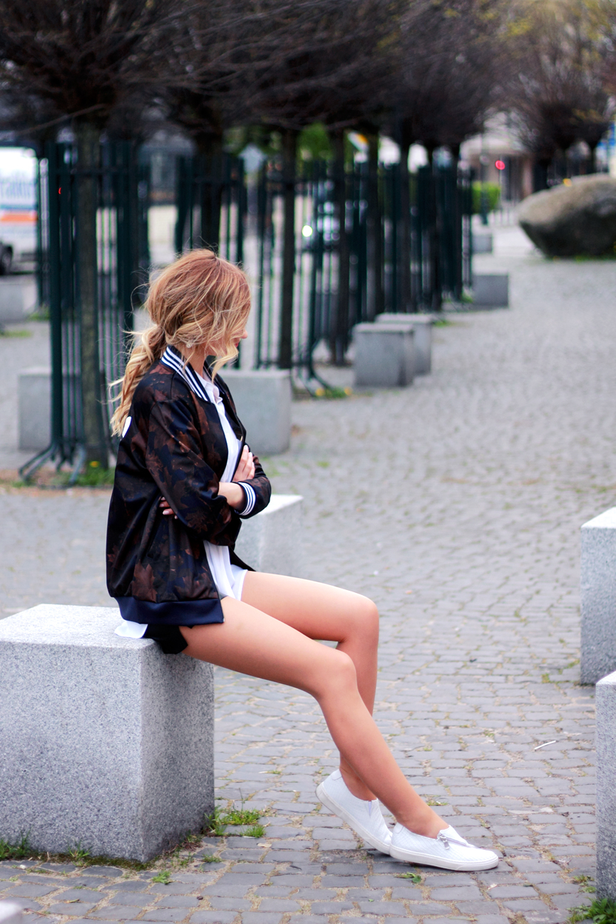 street style tumblr girl pretty blonde ootd look lookbook outfit adidas jacket white sneakers