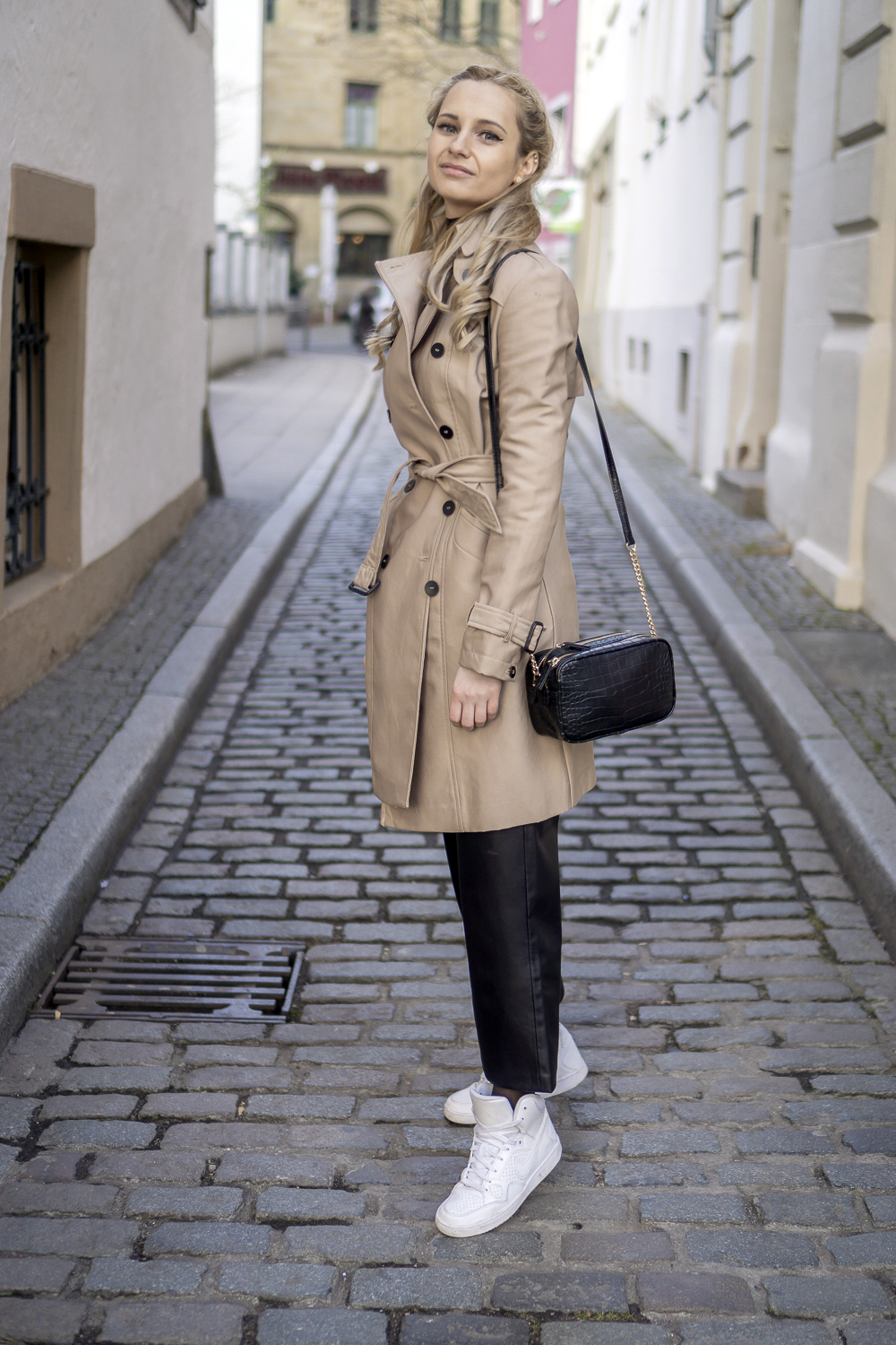 wearing beige trench coat from zara, white nike sneakers, mango shopper bag. OOTD outfit look