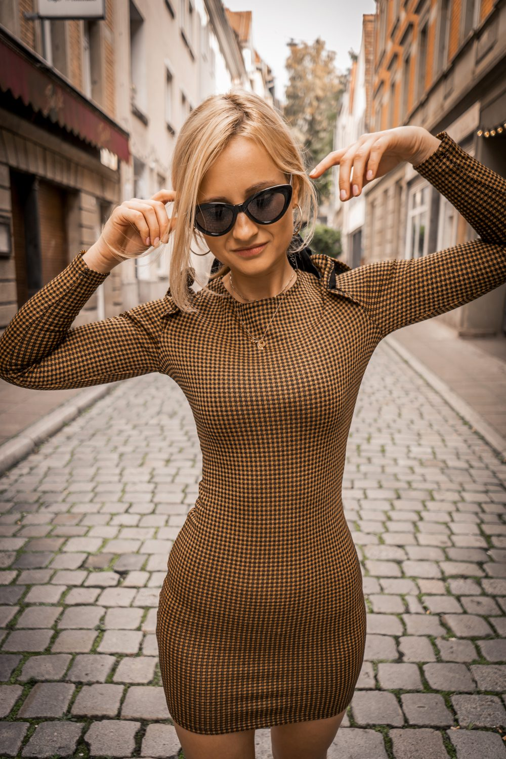 yellow checkered body sexy dress mango autumn trends blonde bloger street style fashion tumblr girl look vogue