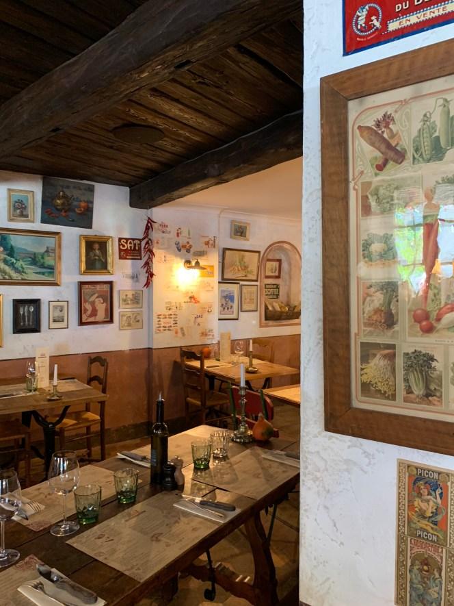 esprit brocante-restaurant vintage-décoration brocante-affiche rétro-