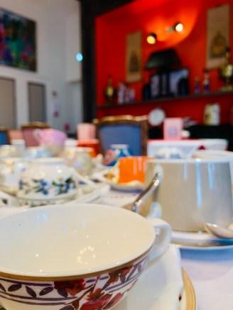 Tasses et soucoupes porcelaine