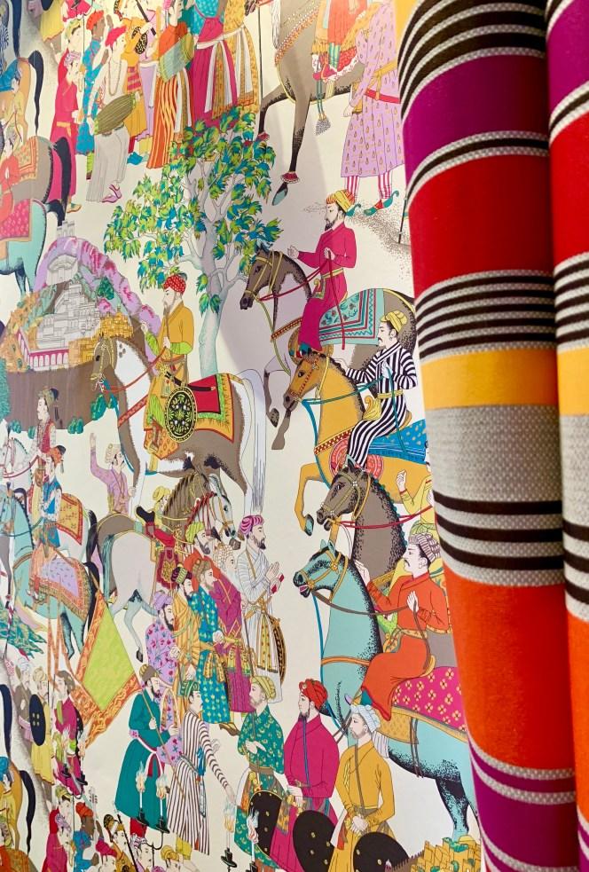 papier peint-chine-rideau-rayures-rouge-orange-personnages-lili deambule