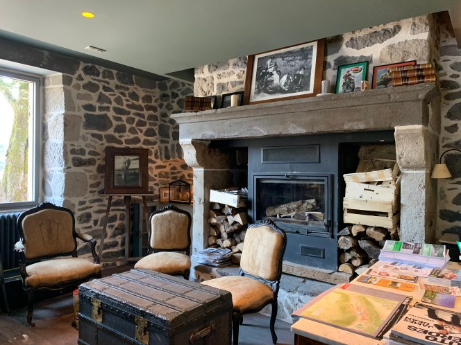 cheminée pierre salon ancien