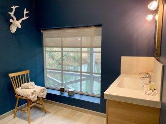 salle de bain design chambre la sacha moulin saint julien