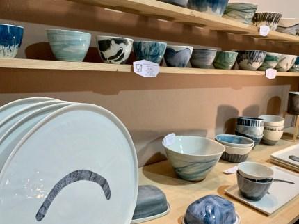 assiettes et bols gris bleu céramique