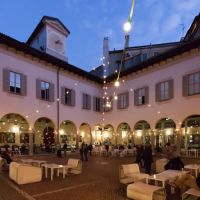 Momenti di felicità a Milano: l'aperitivo nel Chiostro del Piccolo Teatro