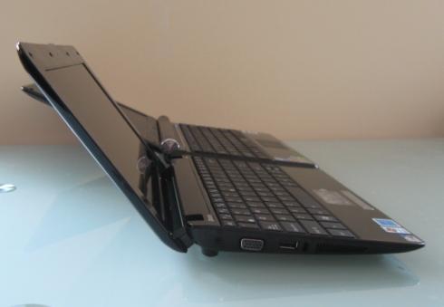 Front: Eee PC 1005HA / Back: Eee PC 1000H