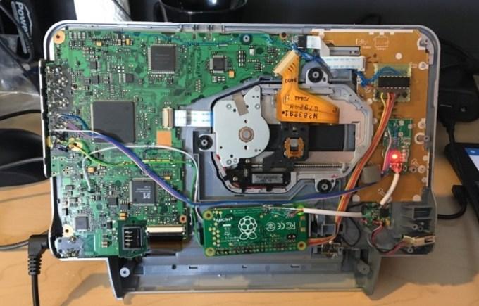 Raspberry Pi Zero W + old DVD player = portable Kodi media
