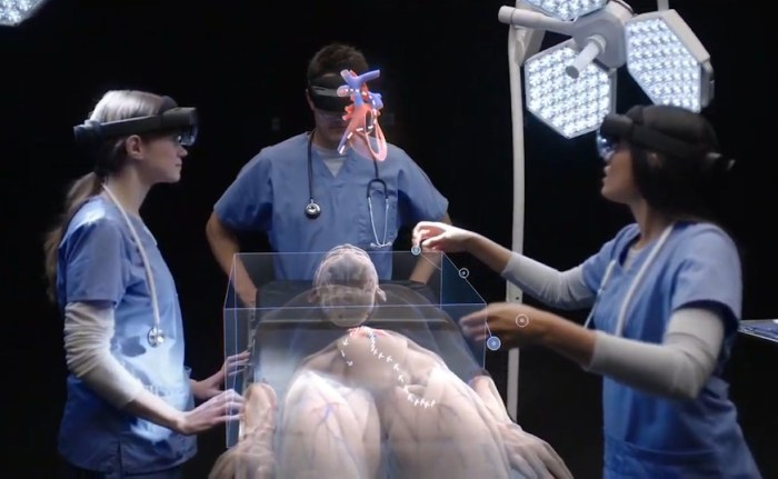Microsoft introduces HoloLens 2 mixed reality headset