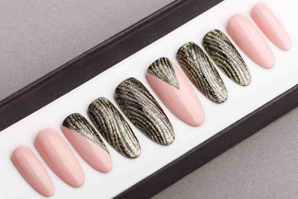 Golden Waves and Nude Press on Nails | Hand painted nail art | Fake Nails | False Nails | Bling Nails | Best Press on nails 2018
