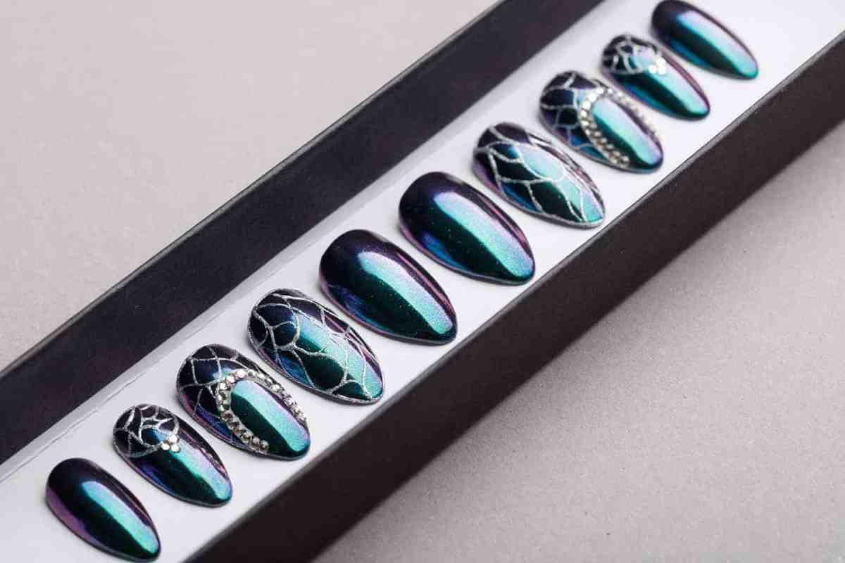 Green Holographic Mirror Press on Nails with Swarovski Crystals   Silver Tracery   Handpainted Nail Art   Fake Nails   False Nails