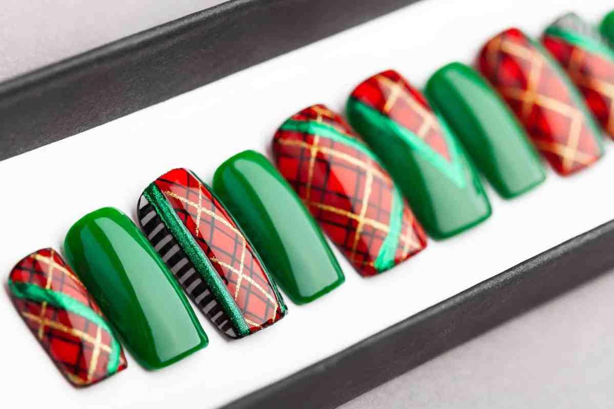 Plaid Press On Nails (Christmas Edition) | Plaid nails | Hand painted Nail Art | Fake Nails | False Nails